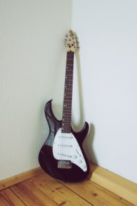 a picture of an electric guitar