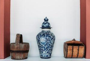 Porcelain vase.