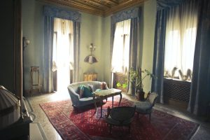 A room full with antique furniture