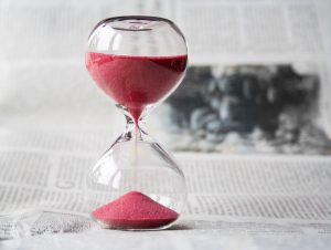 hourglass representing time needed to prepare when moving long distance with family