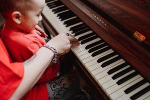 Prepare a piano for moving