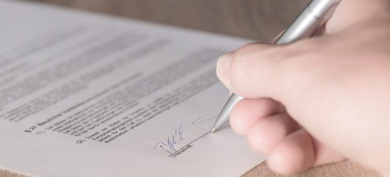 Different kinds of moving estimates require different contract. Hand sings contract.