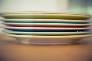 Use one of techniques to pack the dishes for moving to Brooklyn